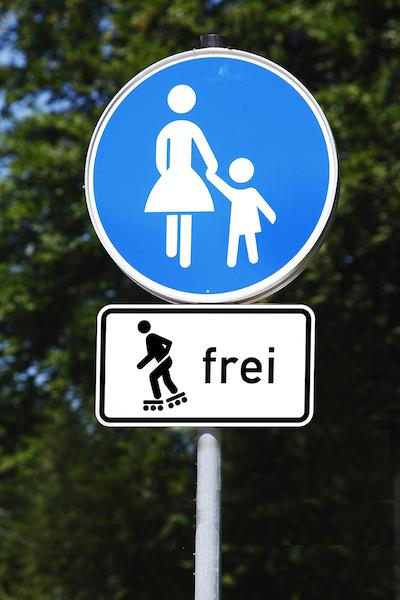 Andere-Teilnehmer-Strassenverkehr-Rollschuh_frei.png