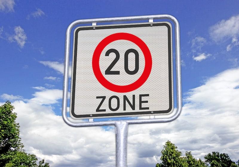 Andere-Teilnehmer-Strassenverkehr-Schild-20-zone.jpeg