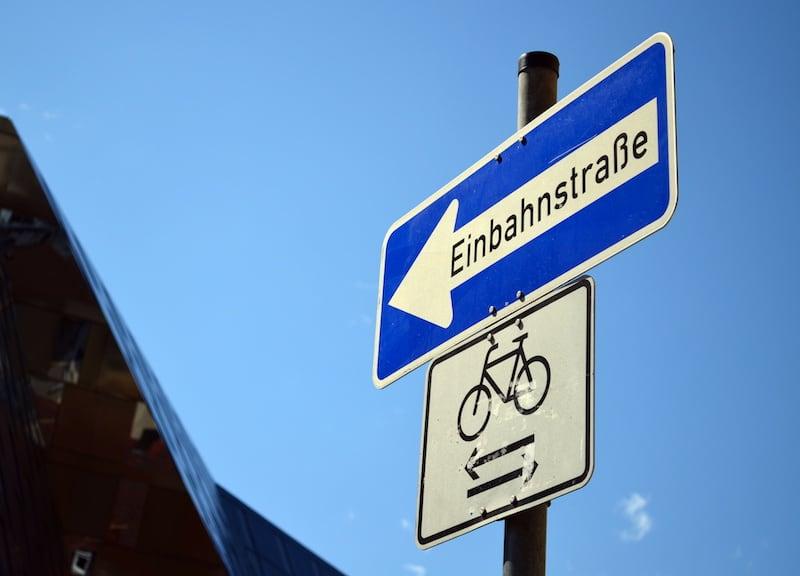 Andere-Teilnehmer-Strassenverkehr-einbahnstrasse_radfahrer_frei.jpeg