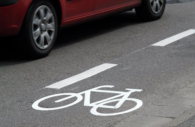 Andere-Teilnehmer-Strassenverkehr-schutzstreifen_radfahrer.jpeg