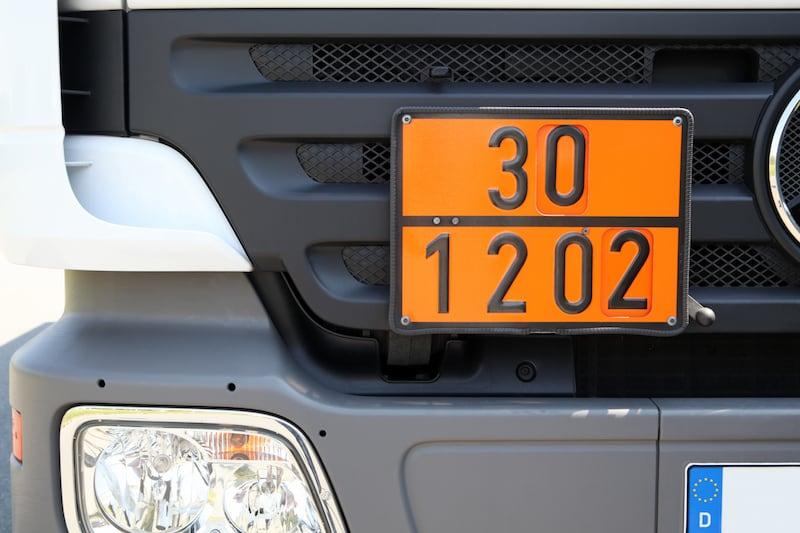 Fahren-Solokraftfahrzeugen-Zuegen-warntafel_gefaehrliche_gueter.jpeg