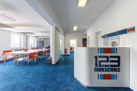Fahrschule Recklinghausen Eingangsbereich mit Theke