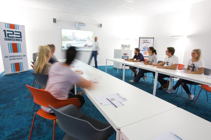 Fahrschule Essen Unterrichtsräume Unterricht in Aktion
