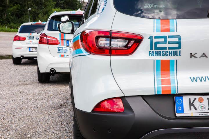 Fahrschule Recklinghausen Auto von hinten in der Reihe