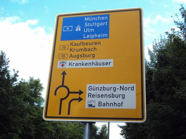 Kreisverkehr-Vorwegweiser-Schild.jpg