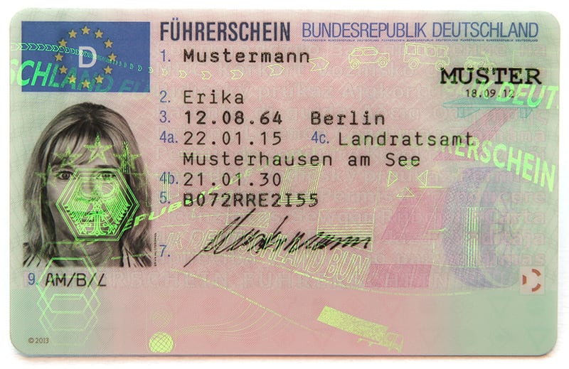 Rechtliche Rahmenbedingungen - Fuehrerschein hinten.jpg