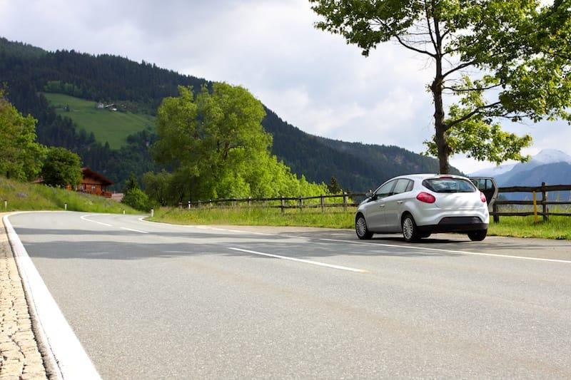 Ruhender-Verkehr-halten_rechts_von_fahrbahnbegrenzung.jpeg