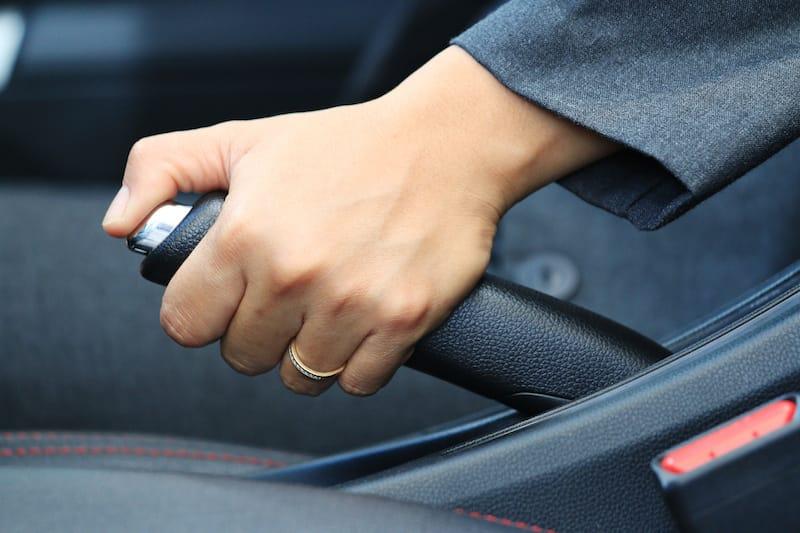 Ruhender-Verkehr-handbremse.jpeg