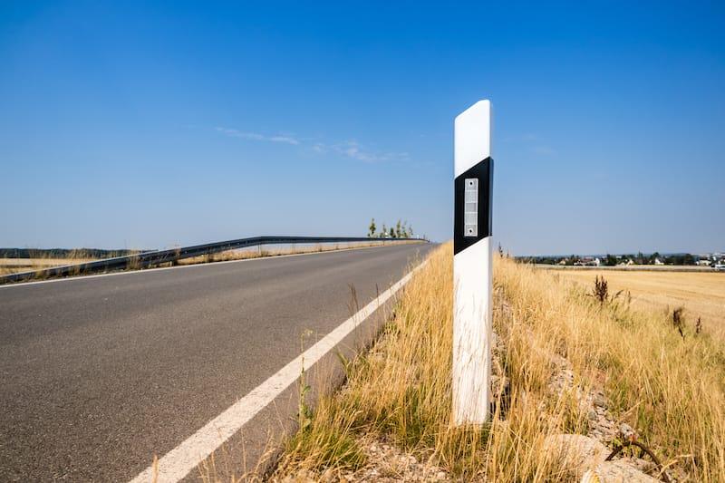 Strassenverkehrssysteme-Nutzung-fahrbahnbegrenzung.jpeg