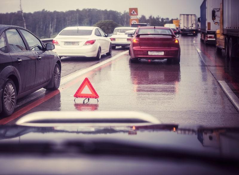 Strassenverkehrssysteme-nutzung-Panne-auf-Autobahn-Warndreieck.jpeg