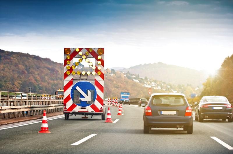 Strassenverkehrssysteme-nutzung-Wanderbaustelle-Autobahn-123fahrschule.jpeg