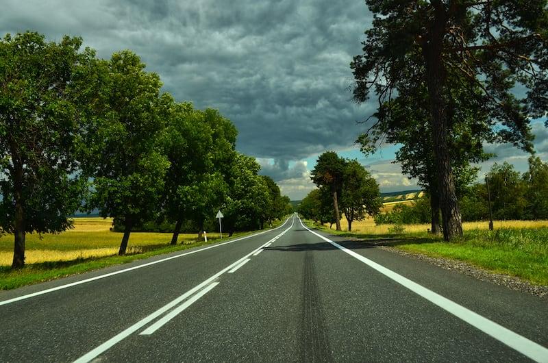 Strassenverkehrssysteme-nutzung-einseitige_fahrstreifenbegrenzung.jpeg