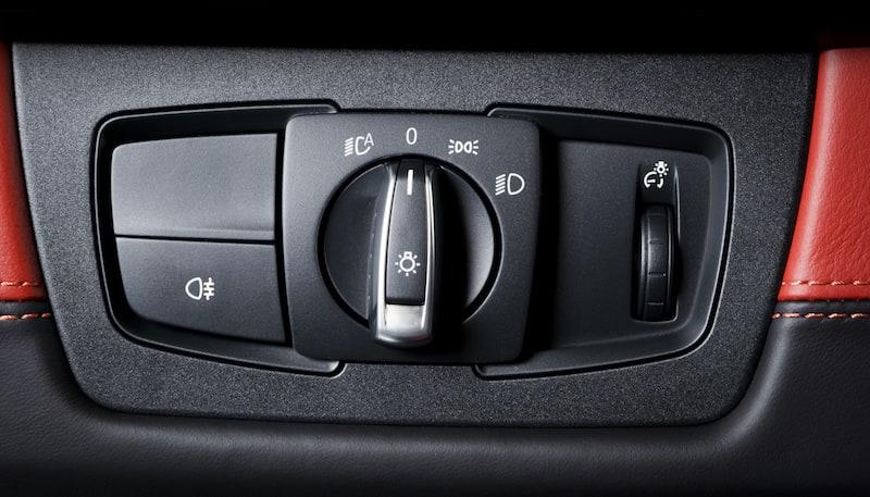 Verhalten-besondere-Situationen-Lichtschalter-Bedienung-Lichtanlage-Auto.jpeg