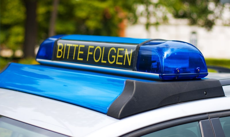 Verhalten-besondere-Verkehrssituationen-Polizeiauto-bitte-folgen.jpeg