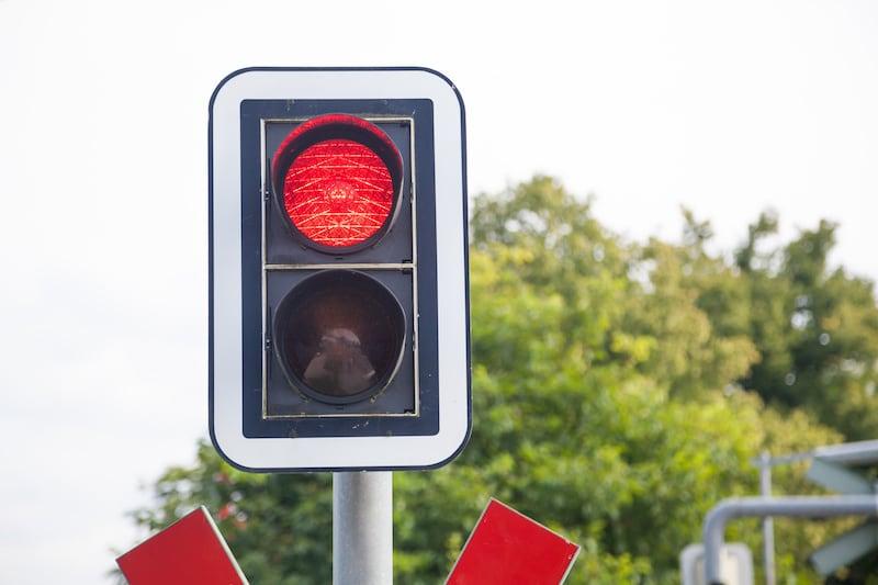 Verkehrsregelungen-Bahnuebergaenge-2-Phasen-Ampel.jpeg