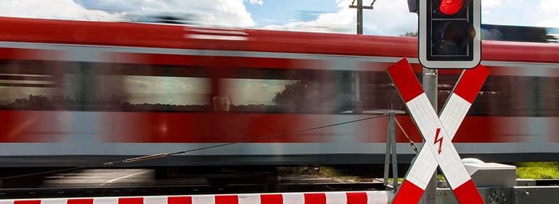 Verkehrsregelungen-Bahnuebergang-header-w800.jpg
