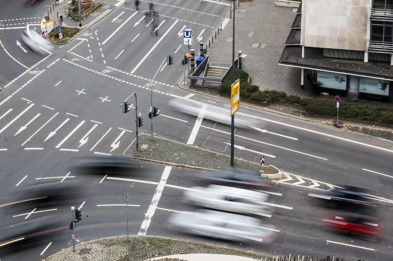 Verkehrszeichen-Fahrbahnmarkierungen.jpeg