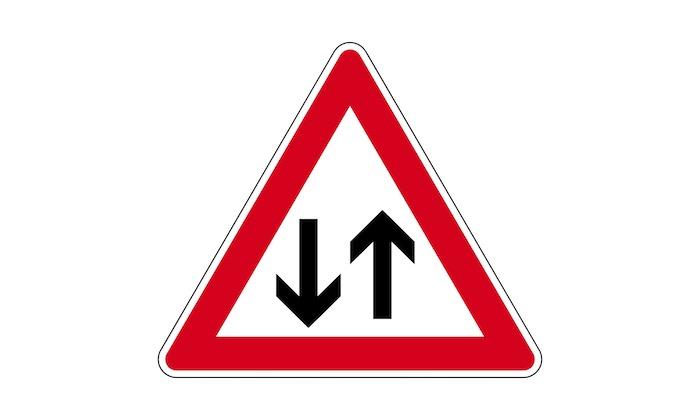 Verkehrszeichen-Gegenverkehr.jpg