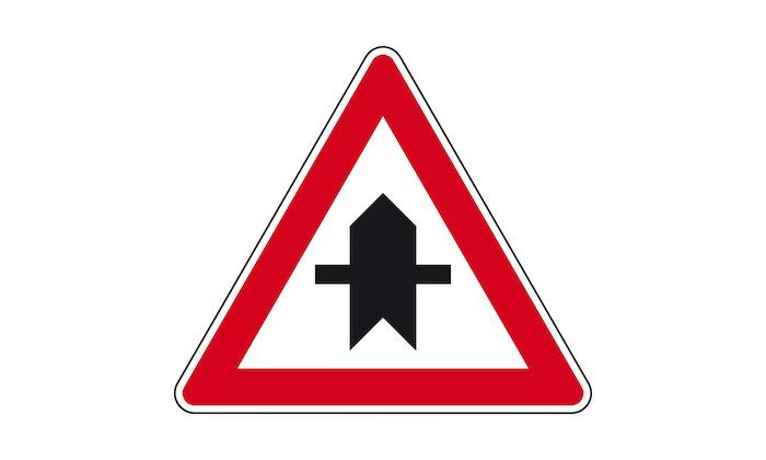 Verkehrszeichen-Vorfahrt.jpg
