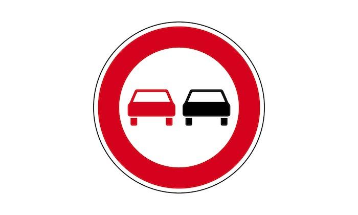 Verkehrszeichen-ueberholverbot-fuer-Kraftfahrzeuge-aller-Art.jpg