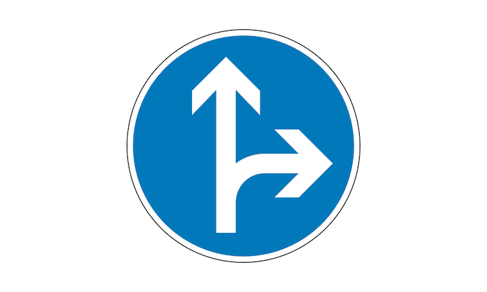 geradeaus-oder-rechts-vorschriftzeichen-verkehrszeichen.png