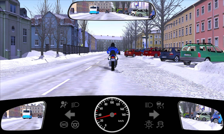 Vor dem Motorrad möchte ein Pkw auf die Fahrbahn zurücksetzen. Womit müssen Sie rechnen?