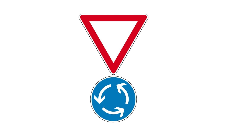 Sie nähern sich folgender Verkehrszeichen-Kombination. Was ist hier zu beachten?