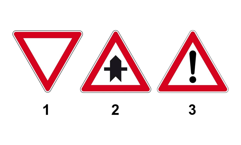 Sie befahren eine Vorfahrtstraße. Welches Verkehrszeichen beendet Ihre Vorfahrt?