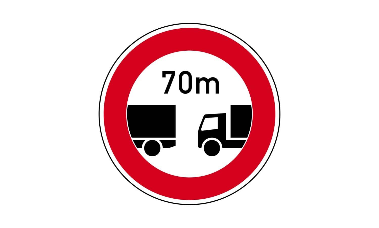 Welche Fahrzeuge müssen hier den Mindestabstand von 70 m einhalten?